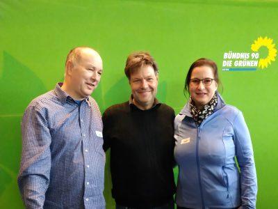 Die Kitzinger GRÜNEN Victor und Eva Trapp mit Robert Habeck