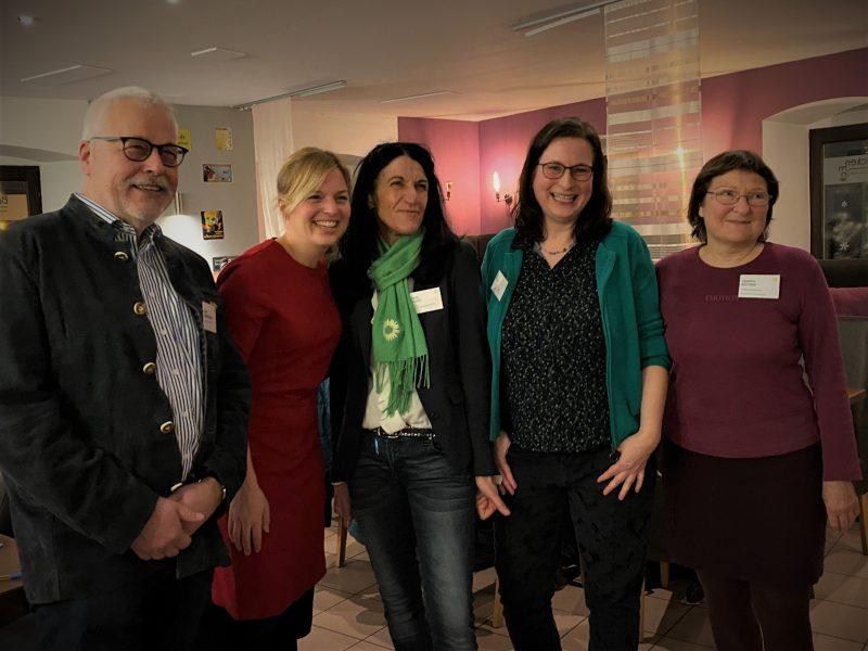 Katharina Schulze zu Besuch beim Ortsverband der GRÜNEN in Kitzingen. v.lk.s: Klaus Sanzenbacher, Katharina Schulze, Amdrea Schmidt, Eva Trapp, Christa Büttner.