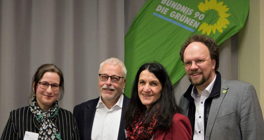 Stellten sich den Fragen zum Klimaschutz vor Ort: Eva Trapp, Klaus Sanzenbacher, Andrea Schmidt, MdL Patrick Friedl (v. lks)