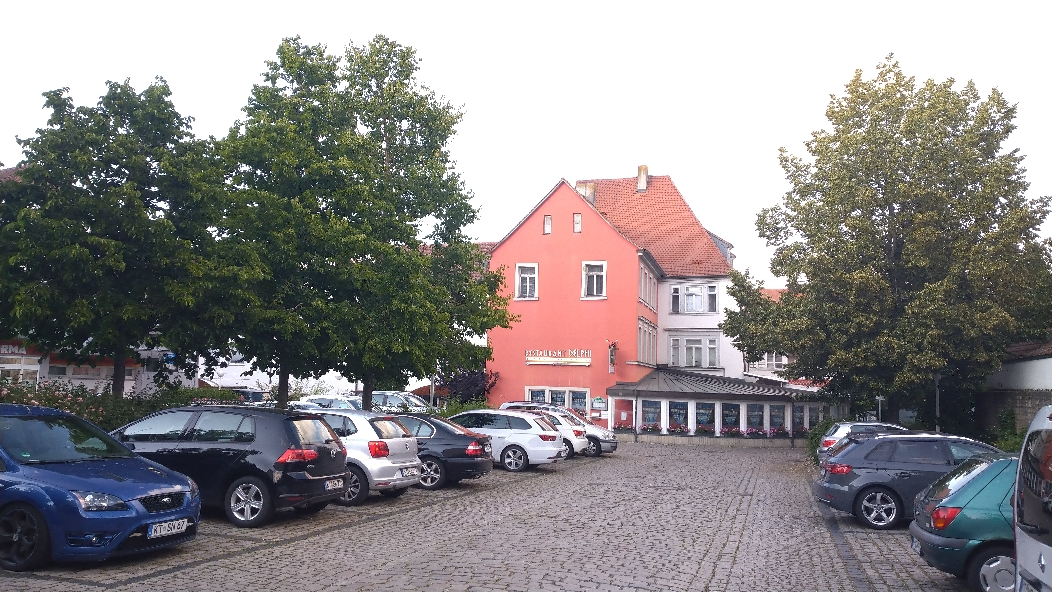 Ärztehaus statt Parkplätze im Schwalbenhof?