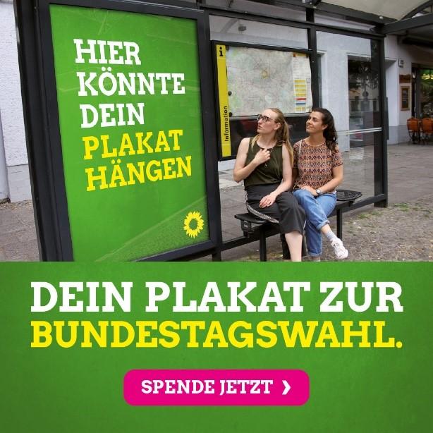 Plakat an einer Bushaltestelle
