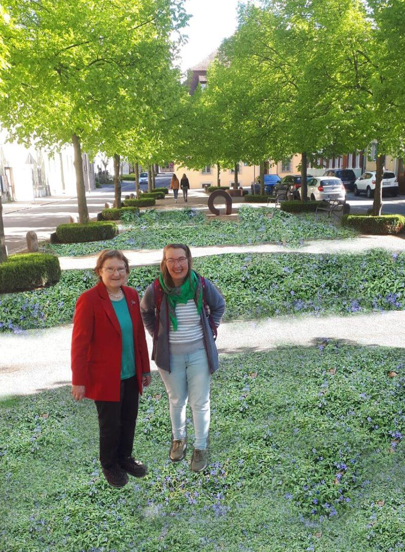Fotomontage: GRÜNE Stadträtinnen Christa Büttner und Gisela Kramer-Grünwald auf begrüntem Landwehrplatz